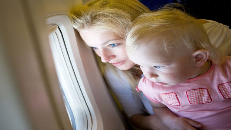 что можно взять в самолет для ребенка
