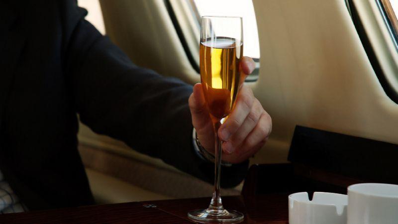 как пронести алкоголь в самолет