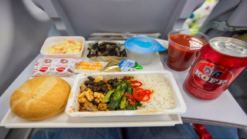 кормят ли в самолетах эконом класса